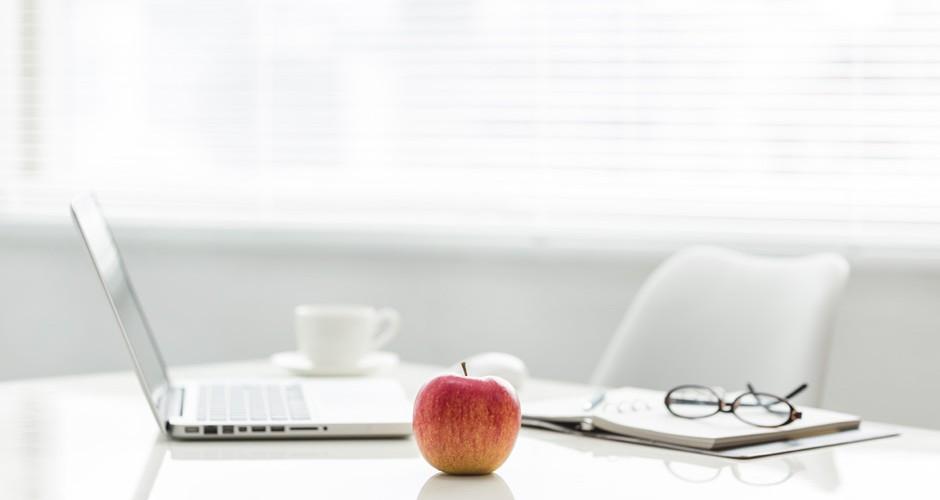manzana y ordenador